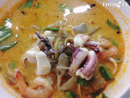 Tom Yum Goong (Hot and Sour Soup with Shrimp)
