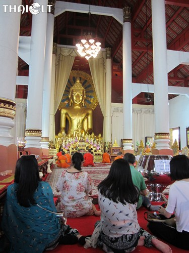 Etiquette for Visiting Temples in Thailand